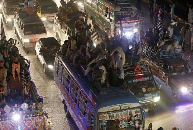 تظاهرات برای برکناری عمران خان