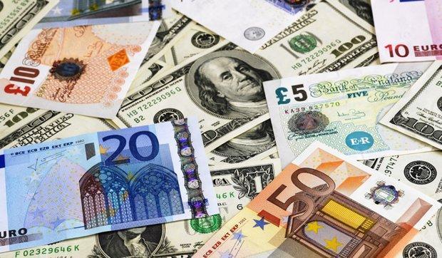 کاهش نرخ رسمی یورو و پوند، قیمت 8 ارز ثابت ماند