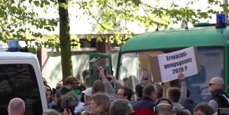 تظاهرات مردم آلمان علیه ادامه محدودیت ها به دلیل کرونا