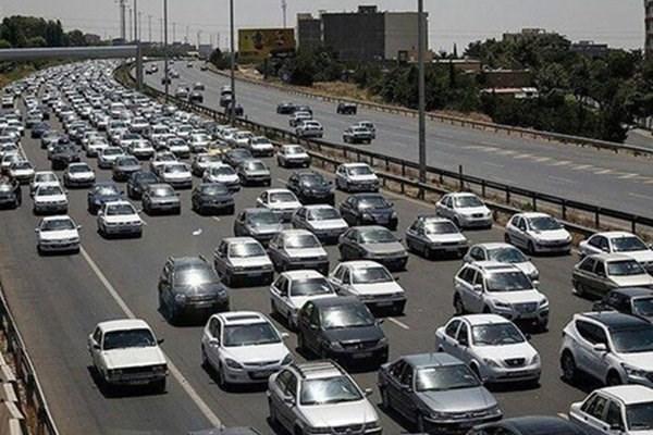 ترافیک در آزادراه کرج-تهران سنگین، بارش برف و باران در استان های آذربایجان شرقی، اردبیل و زنجان