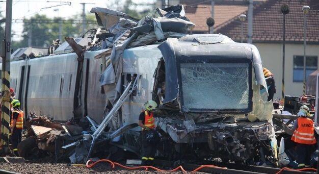 3 کشته و 30 زخمی در برخورد دو قطار در جمهوری چک