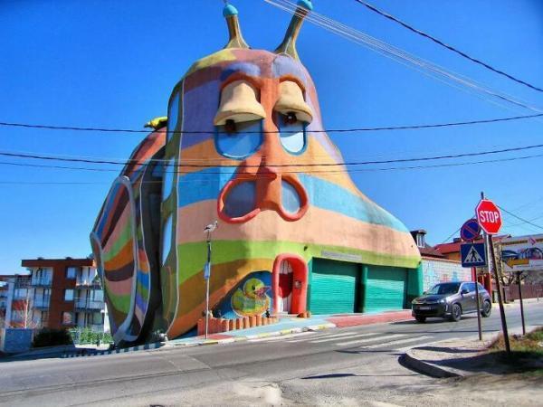 به نظرتان طراحی این ساختمان ها خلاقانه است یا شرم آور و زشت؟