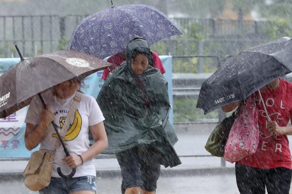 (ویدئو) باد شدید در چین با حداقل 11 کشته و 100 زخمی