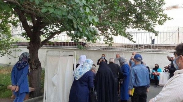 نگرانی مردم از ازدحام جمعیت در مراکز واکسیناسیون کرونا در سنندج